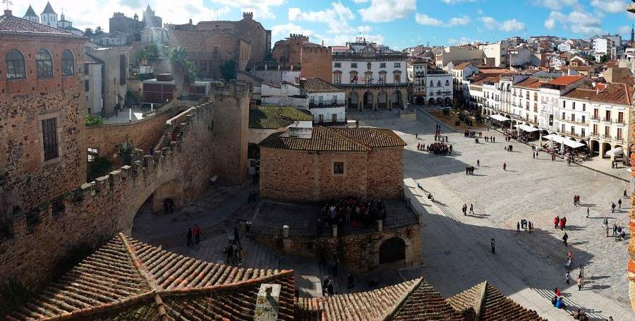Plaza_Mayor_Cáceres._Murallas